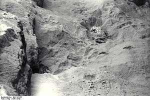 A victim of KZ Gusen II â??Bergkristallâ? lying in sand at St. Georgen